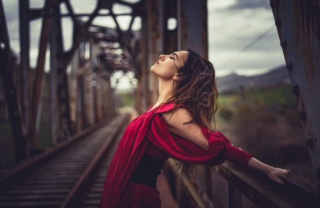 Τίνα Λεωνορά: «Στόχος και σκοπός της ζωής μου, είναι μέσω της τέχνης μου να γίνεται ο κόσμος καλύτερος»