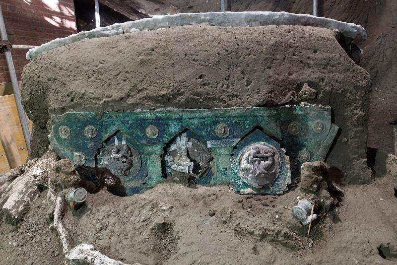Ιταλία: Ρωμαϊκό άρμα, σχεδόν άθικτο αποκαλύφθηκε κοντά στην Πομπηία