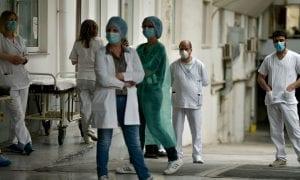 Τσίπρας για μισθούς: 800 ευρώ ο κατώτατος, 2.000 ευρώ στο νεοεισερχόμενο γιατρό