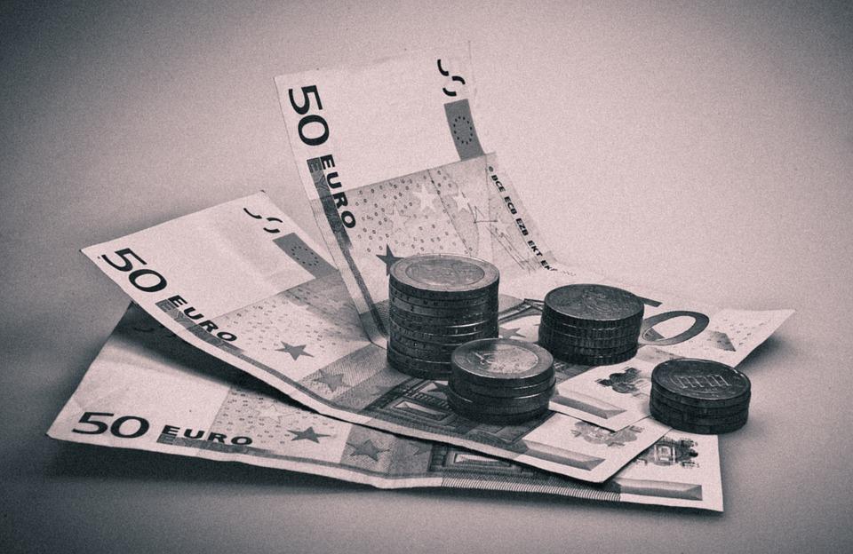 Στο «κόκκινο» το 50% των δανείων μικρομεσαίων και μικρών επιχειρήσεων