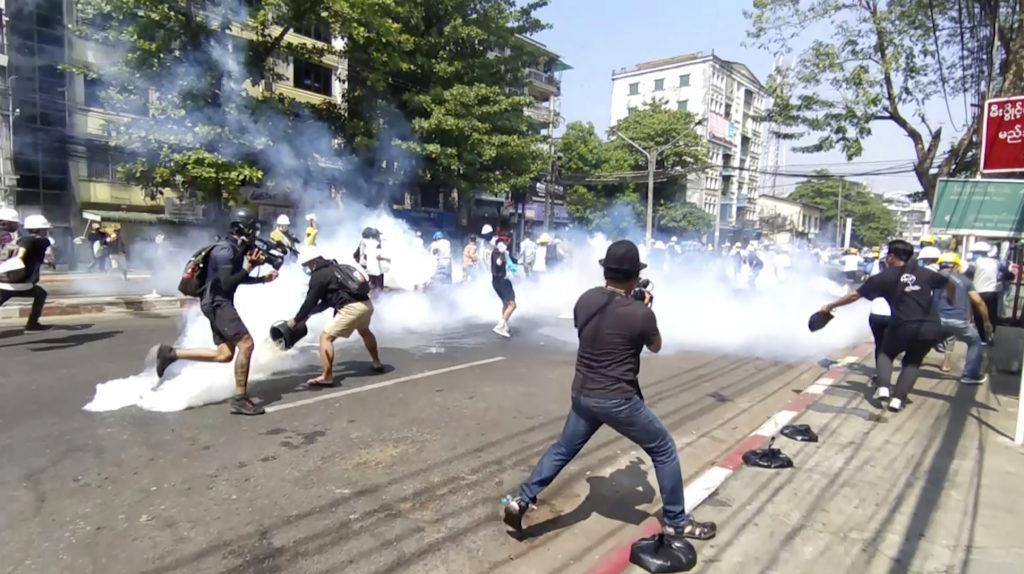 Ο διεθνής Τύπος στο documentonews.gr: Πυρ «στο ψαχνό» στη Μιανμάρ και ο αμετανόητος Τραμπ