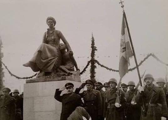 Βγήκαν τα φαντάσματα: Άγαλμα της Φρειδερίκης θέλει να βάλει στην πλατεία ο Δήμαρχος της Κόνιτσας!