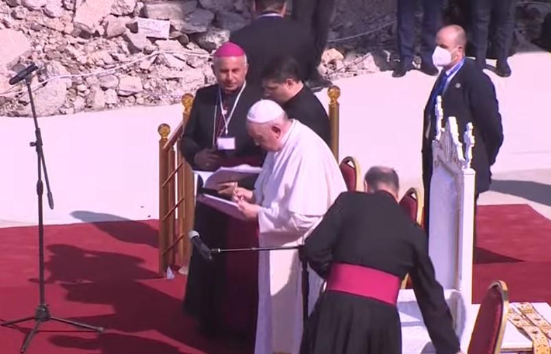 Ιράκ: Ο πάπας Φραγκίσκος στην κατεστραμμένη από τους τζιχαντιστές Μοσούλη