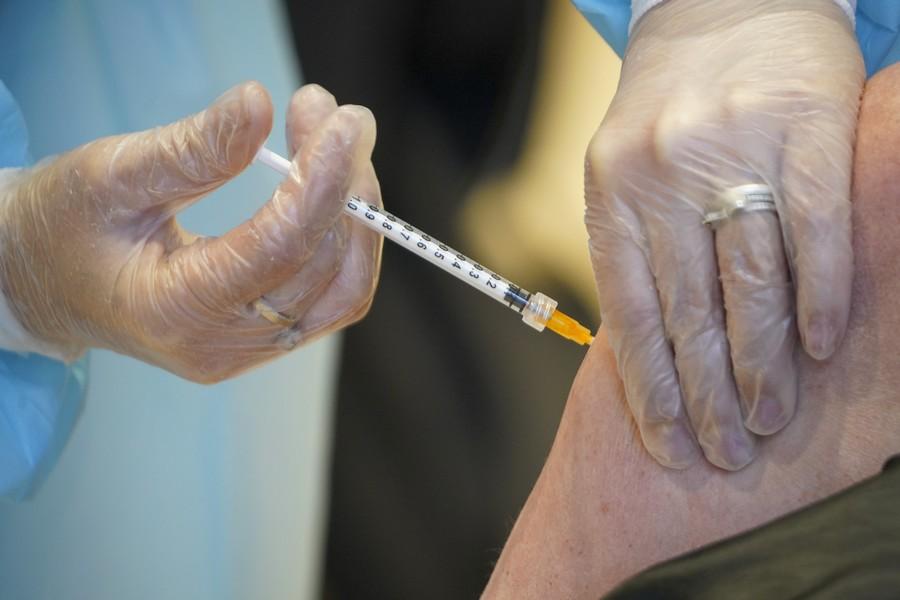 Κορονοϊός: Πόσο αποτελεσματικές είναι οι δύο δόσεις των εμβολίων της Pfizer ή AstraZeneca κατά της μετάλλαξης Δέλτα
