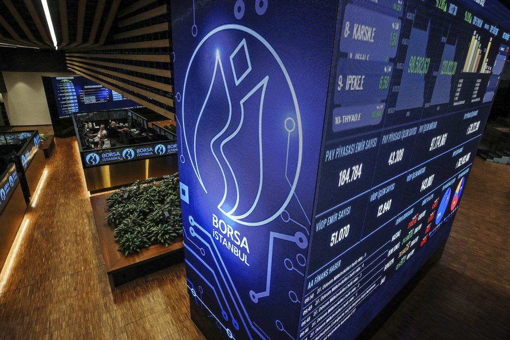 «Βουλιάζει» η τουρκική λίρα μετά την απόλυση του κεντρικού τραπεζίτη- Διακόπηκαν οι συναλλαγές στο Χρηματιστήριο