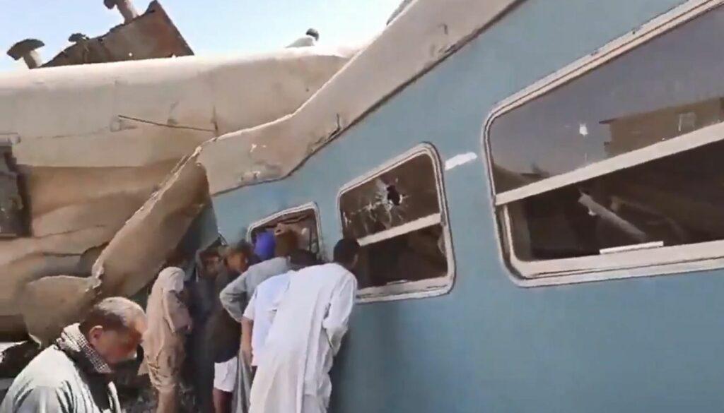Σύγκρουση τρένων στην Αίγυπτο: Τουλάχιστον 32 νεκροί και 108 τραυματίες (Photos – Video)