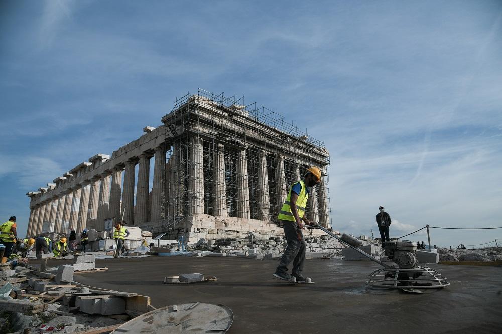 Η Μενδώνη χαρίζει €10 εκατ. για την Ακρόπολη σε εργολάβους