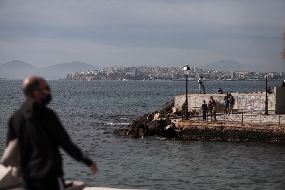 Τι ισχύει από σήμερα με ωράριο κυκλοφορίας, ψάρεμα και εκκλησίες – Νέες περιοχές σε «βαθύ κόκκινο»