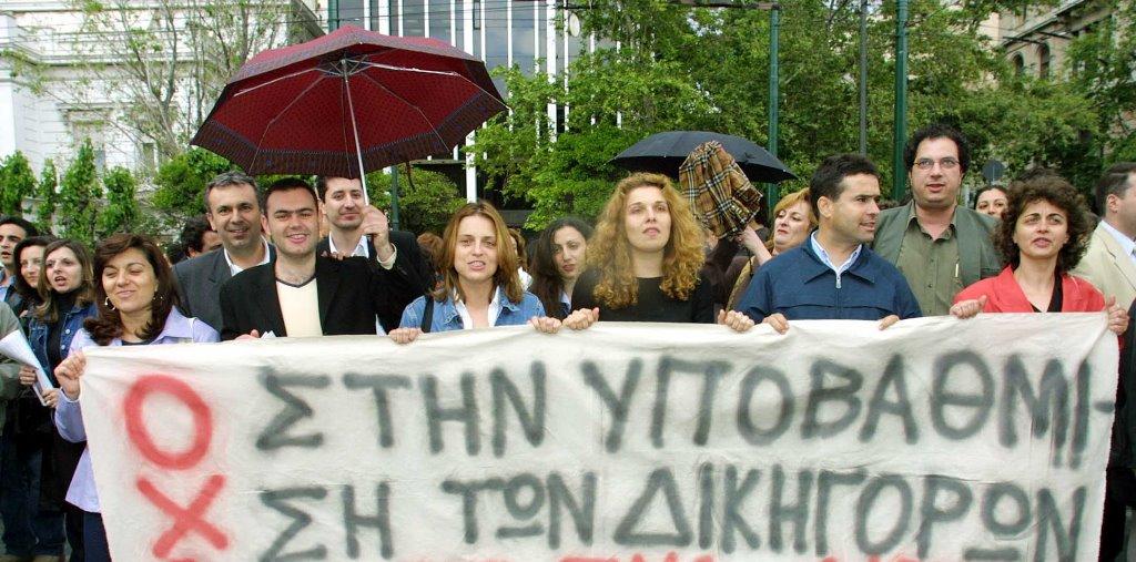 ΣΥΡΙΖΑ : Ο κ. Μητσοτάκης ας κοιτάξει πώς θα επιστρέψει στην μεσαία τάξη αυτά που ο ίδιος της αφαιρεί εδώ και ενάμιση χρόνο