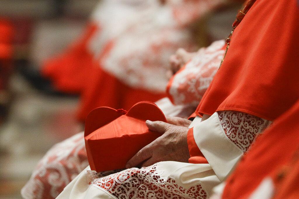 Βατικανό: Ο Πάπας απαγόρευσε στους καρδινάλιους να δέχονται δώρα άνω των 40€