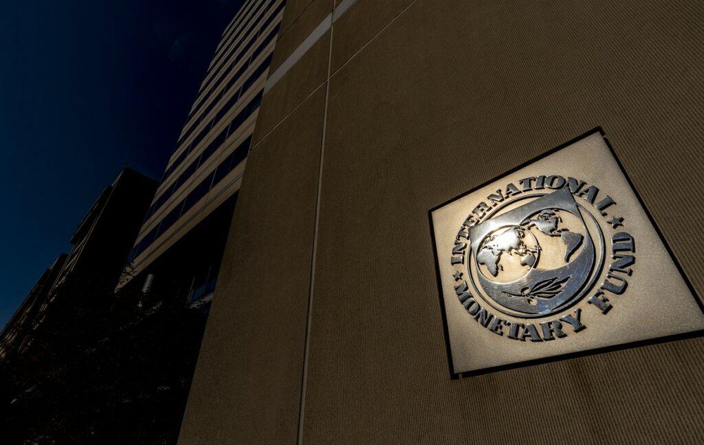 Η εκτίμηση του ΔΝΤ για την ελληνική οικονομία – Οι διαφορές με ΤτΕ και κυβέρνηση