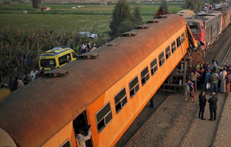 Αίγυπτος: 11 νεκροί και 100 τραυματίες από εκτροχιασμό τρένου