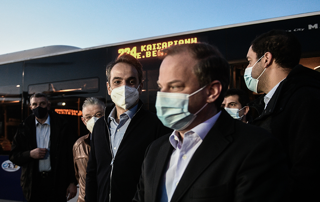 Ο Καραμανλής ζήλεψε τα χαλασμένα λεωφορεία της Αθήνας και θέλει 800 με «leasing» και για τη Θεσσαλονίκη
