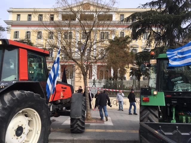 Αγροτικό: Εξελίξεις και μπλόκα σήμερα – Συμβολικοί αποκλεισμοί (Photos – Video)