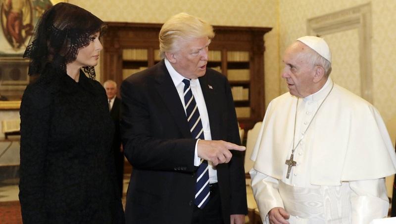 Η «οικογένεια Άνταμς» στο Βατικανό (Photo)