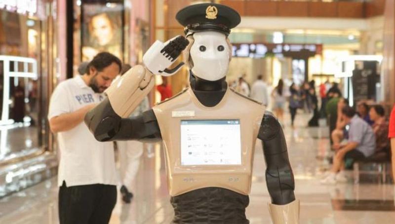 Ντουμπάι: Ρομπότ αστυνομικός σε περιπολία  – Στην Ιαπωνία ρομπότ διδάσκει βαλς (Video)