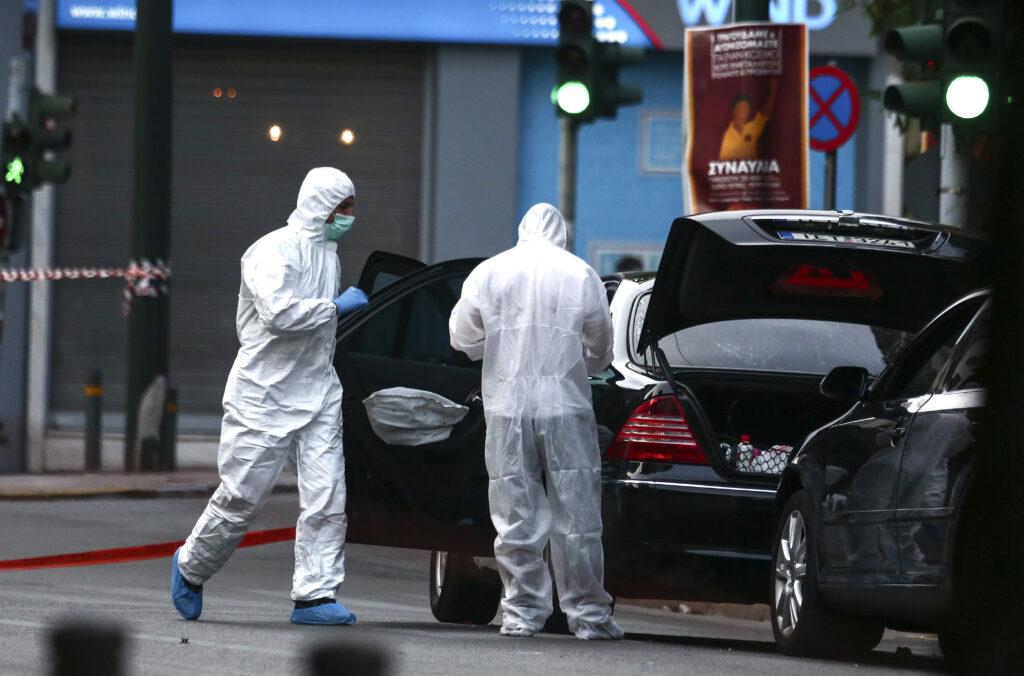 Θύμα τρομοκρατικής επίθεσης ο Λουκάς Παπαδήμος – Βίντεο-ντοκουμέντα μετά την έκρηξη στο αυτοκίνητό του