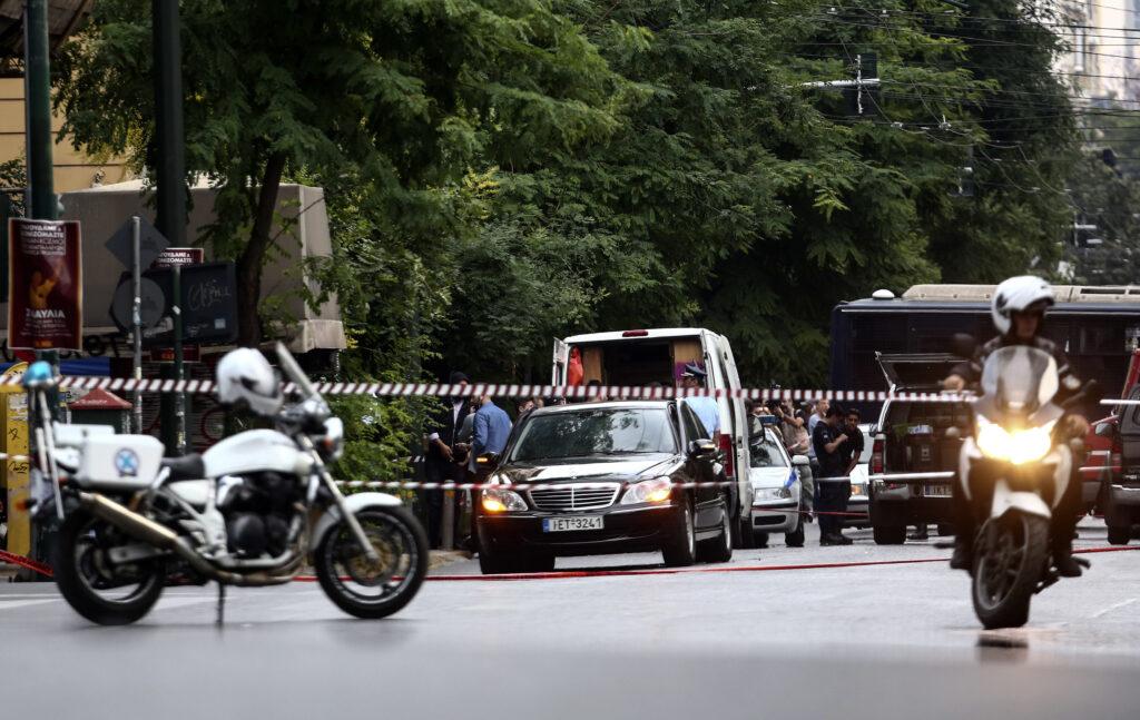 Επίθεση στον Λουκά Παπαδήμο: Φωτογραφίες από το σημείο της έκρηξης (Photos)