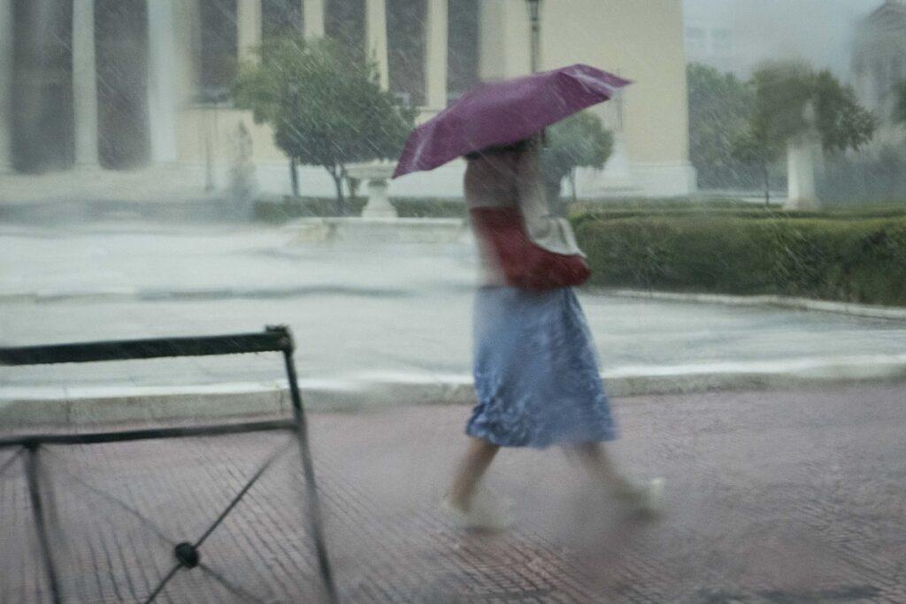 Ο καιρός σήμερα και αύριο: Βροχές και καταιγίδες