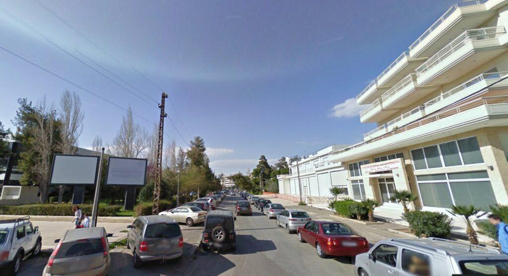 Γλυφάδα: Άγνωστος με την απειλή όπλου μπήκε στο αυτοκίνητό της