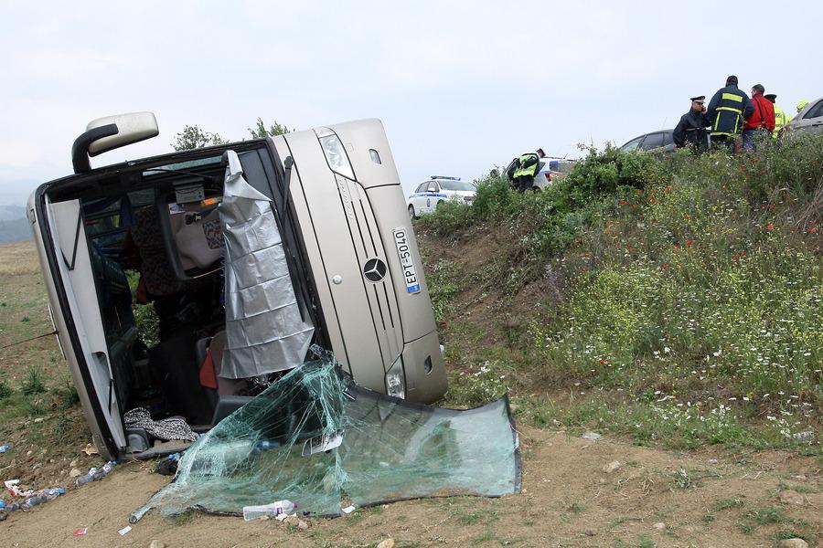 Σέρρες: Τροχαίο με σχολικό λεωφορείο – Αναζητείται ο οδηγός που προκάλεσε τη σύγκρουση (Video & Photos)
