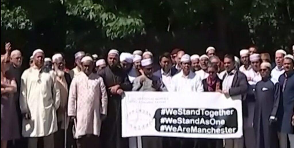 Μήνυμα αδελφοσύνης από τους μουσουλμάνους του Μάντσεστερ (video)