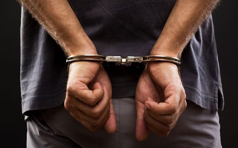 Χειροπέδες σε 37χρονο – Είχε πάνω του καλάσνικοφ και 49 κιλά ινδικής κάνναβης