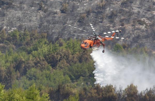 Σε ύφεση η πυρκαγιά στην Κεφαλονιά – Εμπρησμό «βλέπει» ο περιφερειάρχης (Photos-Videos)