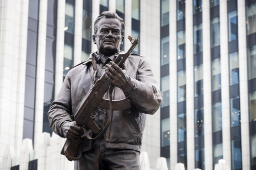 Στη Μόσχα έφτιαξαν άγαλμα στον Καλάσνικοφ