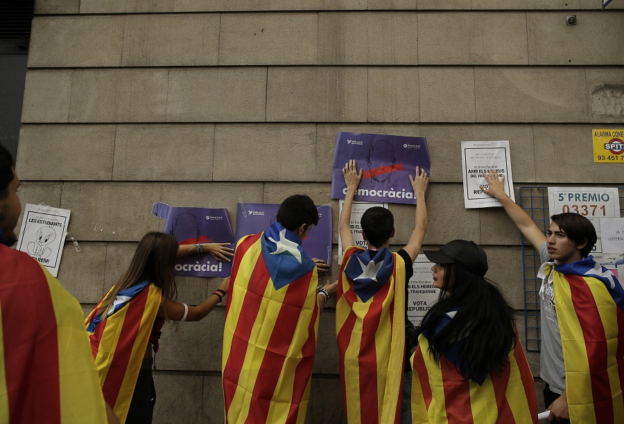 Χιλιάδες φοιτητές στους δρόμους της Βαρκελώνης υπέρ του δημοψηφίσματος
