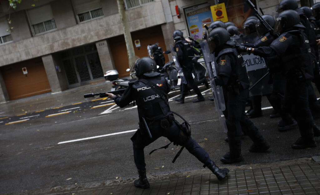 Κυβερνητικό «συγγνώμη» για τη βία στην Καταλονία – Ελεύθεροι οι αξιωματούχοι που διώκονται για «ανταρσία»