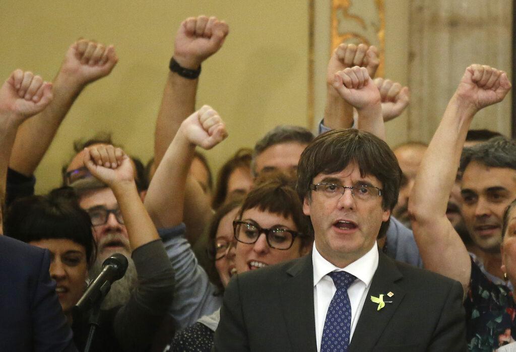 Πανηγυρίζουν οι Καταλανοί για την απόφαση να ανεξαρτητοποιηθούν  (Video+Photos)