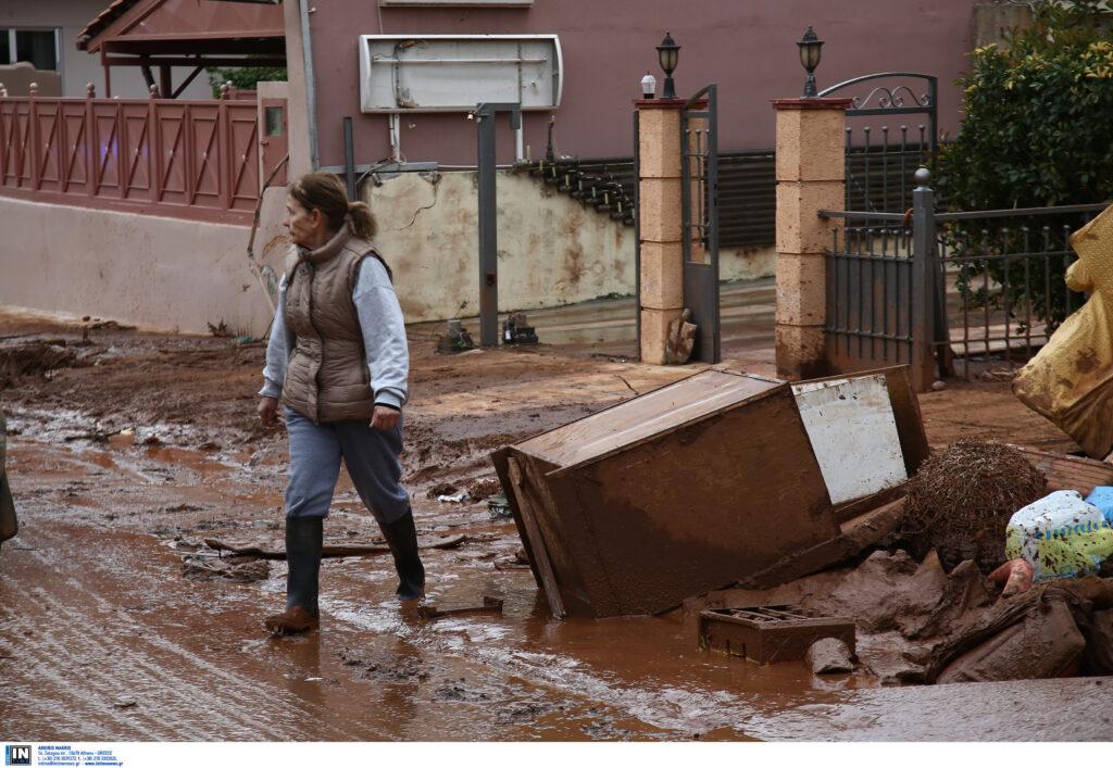 Περιφέρεια Αττικής: Διανομή υλικών πρώτης ανάγκης στους πλημμυροπαθείς της Μάνδρας