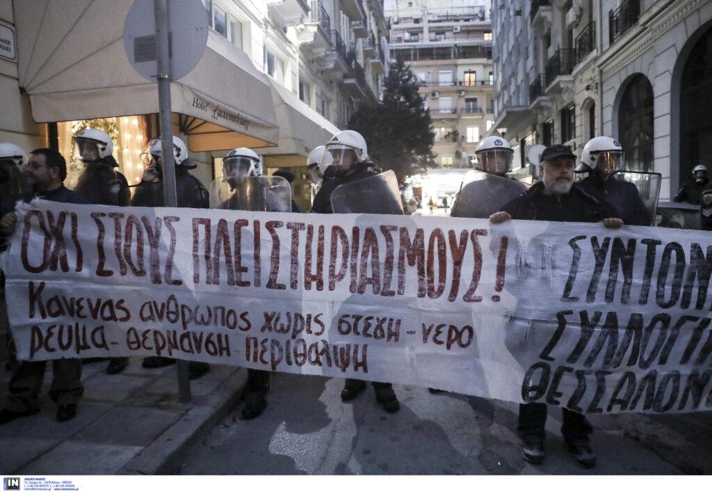 Συνεχίζουν την αποχή από τους πλειστηριασμούς οι συμβολαιογράφοι της Θεσσαλονίκης – Δεκτή με επευφημίες η απόφαση