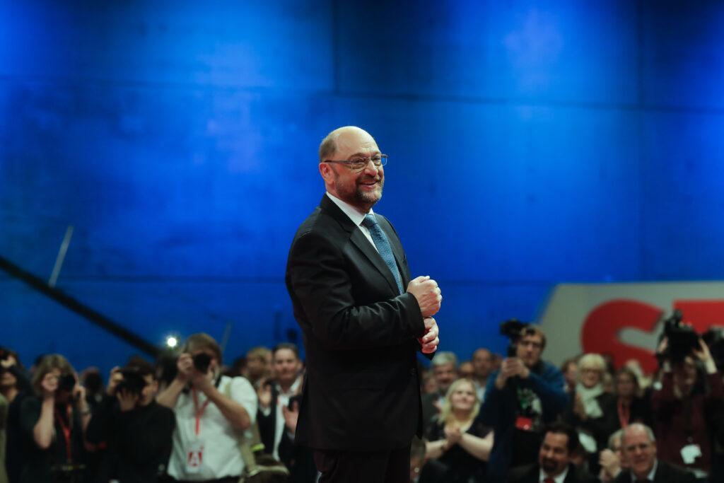 Επανεξελέγη πρόεδρος του SPD ο Σουλτς – Ξεκινούν συνομιλίες με τους Χριστιανοδημοκράτες