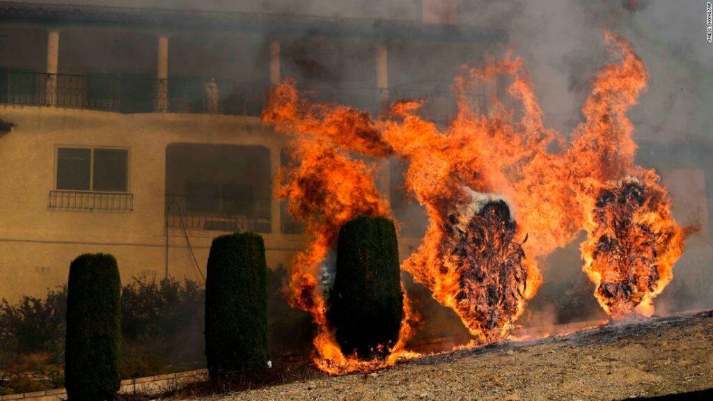Συνεχίζεται να καίγεται η Καλιφόρνια – Σε κατάσταση έκτακτης ανάγκης η Σάντα Μπάρμπαρα