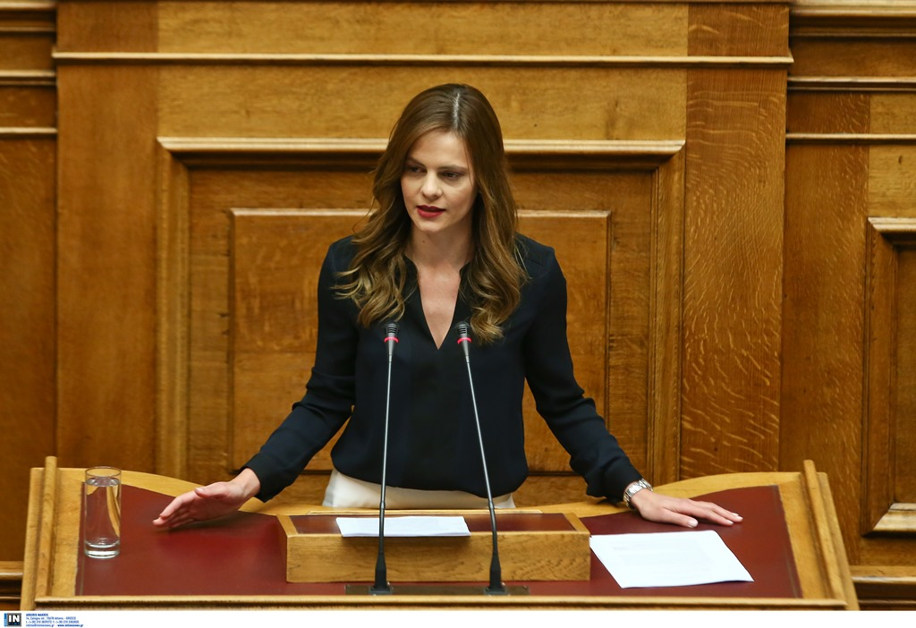 Αχτσιόγλου: 400 ευρώ σε κάθε άνεργο 18 – 24 ετών
