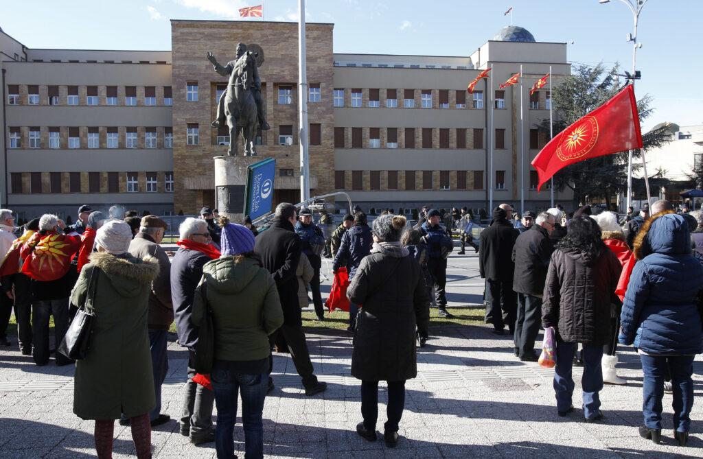 Αναταράξεις στον κυβερνητικό συνασπισμό της ΠΓΔΜ από το ενδεχόμενο δημοψηφίσματος