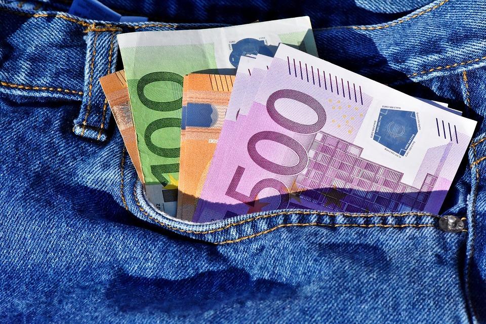 Στις 6 το απόγευμα η φορολοταρία – 1000 ευρώ στην κλήρωση με αποδείξεις αγορών Δεκεμβρίου
