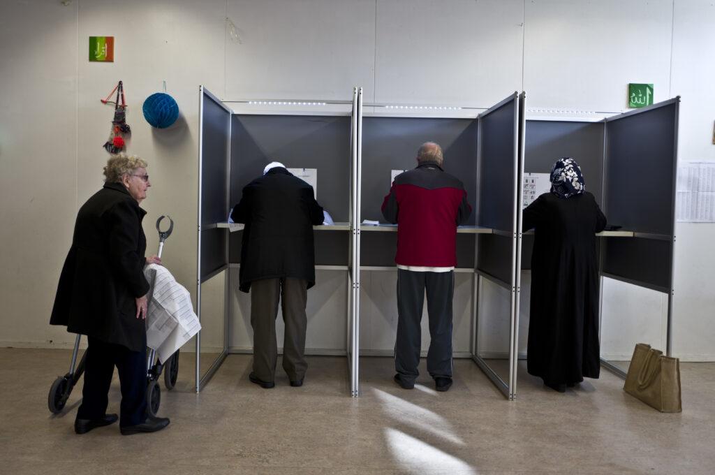Ολλανδία: «Όχι» στην παρακολούθηση του διαδικτύου-Καλή εμφάνιση της ακροδεξιάς στις τοπικές εκλογές