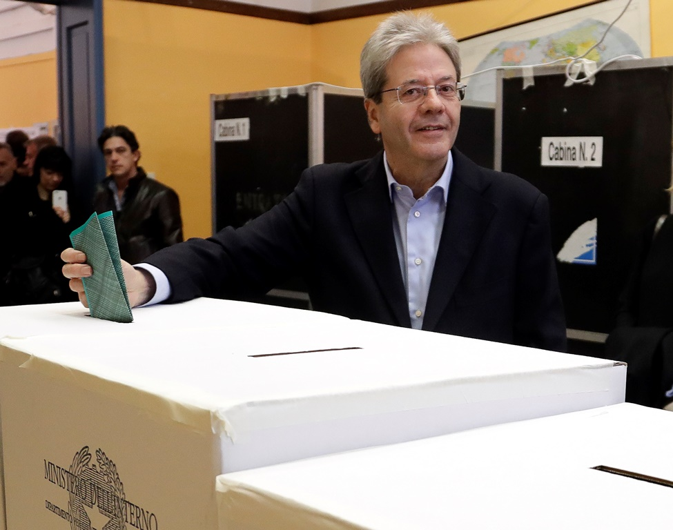Iταλία: O Πάολο Τζεντιλόνι παραιτήθηκε από πρωθυπουργός αλλά παραμένει με υπηρεσιακά καθήκοντα