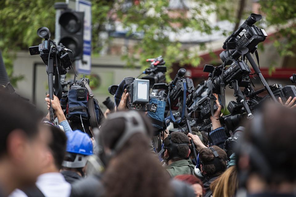 RSF: Το μίσος εναντίον των δημοσιογράφων απειλεί τη δημοκρατία