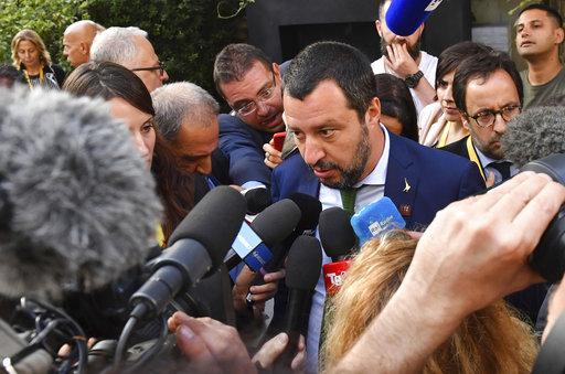 Ο Σαλβίνι συμβουλεύει τη Μέι να είναι πιο σκληρή στο θέμα του Brexit