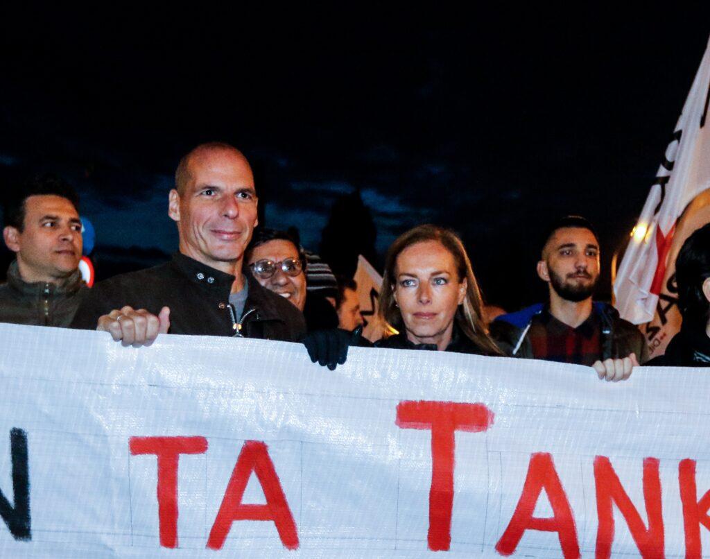 Το κόμμα Βαρουφάκη απαντά στο δηκτικό σχόλιο της Ακρίτα