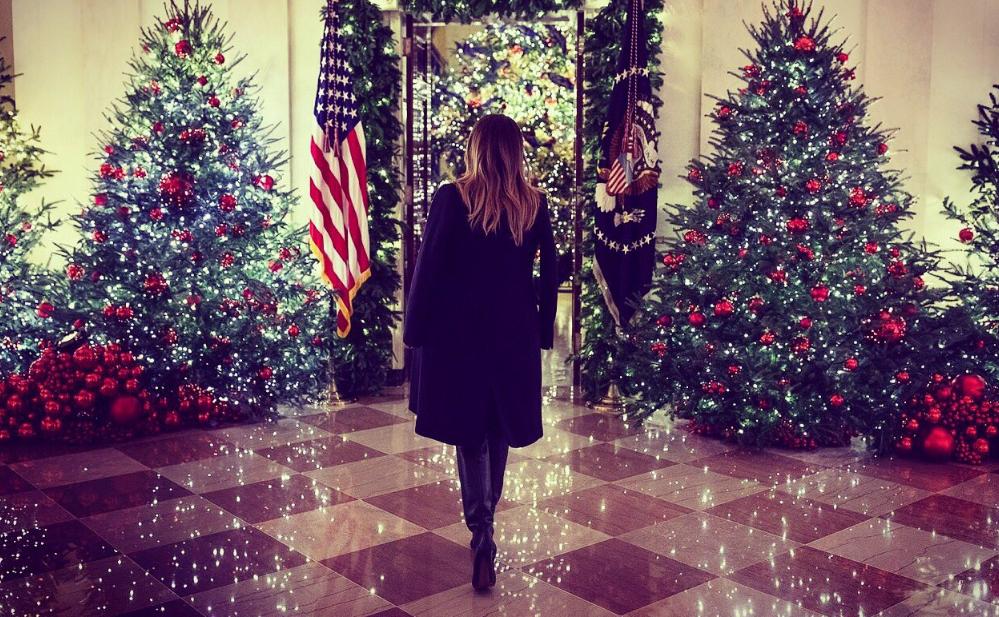 Ο εντυπωσιακός στολισμός του Λευκού Οίκου με τα δεκάδες χριστουγεννιάτικα δέντρα (Video)