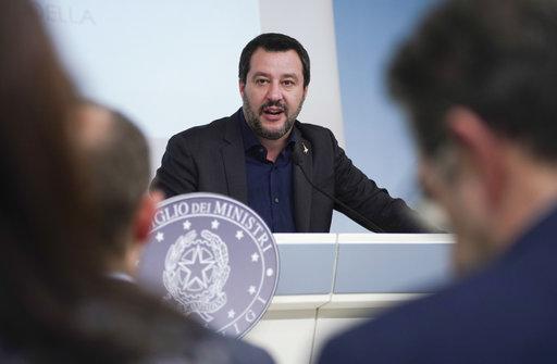 Δήμαρχοι κατά Σαλβίνι για μετανάστευση – «Απάνθρωπος και εγκληματογόνος» ο νόμος