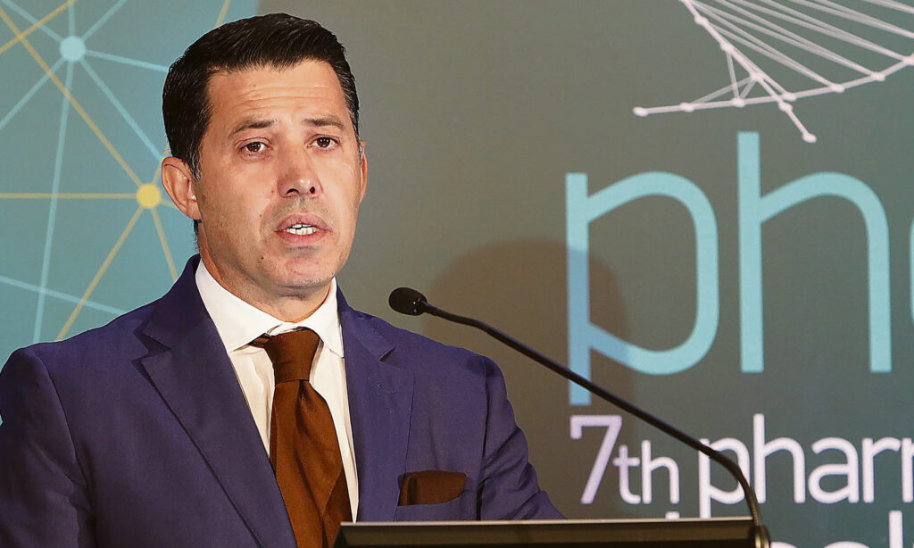 #Novartis_Gate: Νίκος Μανιαδάκης – Ο διαχρονικός «σοφός» υπουργών και κοσμήτορας-μπίζνεσμαν