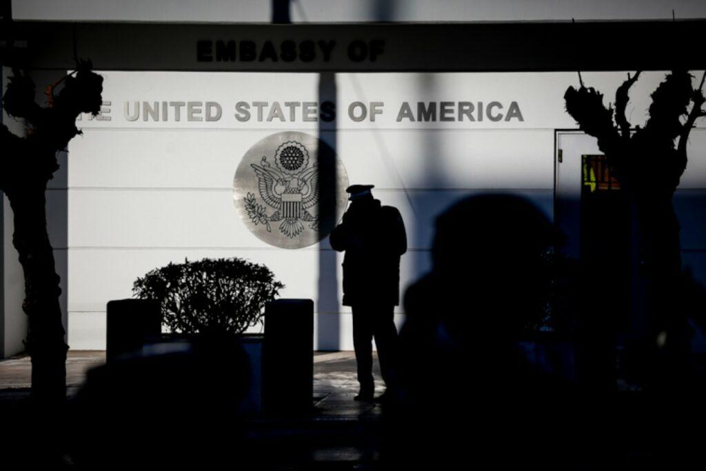 «Καμία σχέση δεν έχουν  με τον Ρουβίκωνα οι δυο συλληφθέντες για την επίθεση στην πρεσβεία των ΗΠΑ»