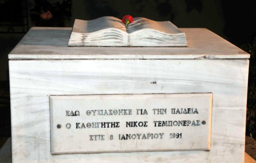ΝΔ – Χ.Α. μια μακροχρόνια σχέση: Όταν υπόδικος βουλευτής της Χρυσής Αυγής ήταν δικηγόρος του ΟΝΝΕΔιτη Καλαμπόκα