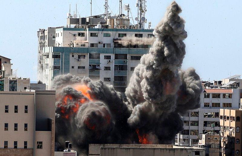 Το Associated Press «σοκαρισμένο και τρομοκρατημένο» από τον ισραηλινό βομβαρδισμό των γραφείων του στη Γάζα